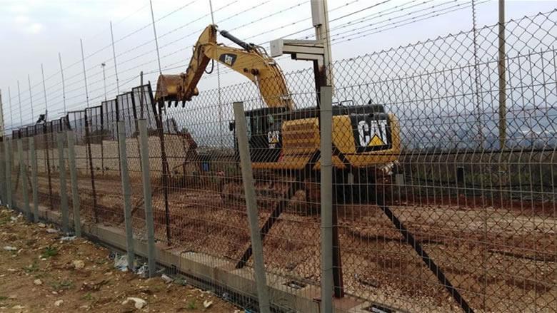 الجيش الاسرائيلي يواصل أعمال الحفر في كفركلا