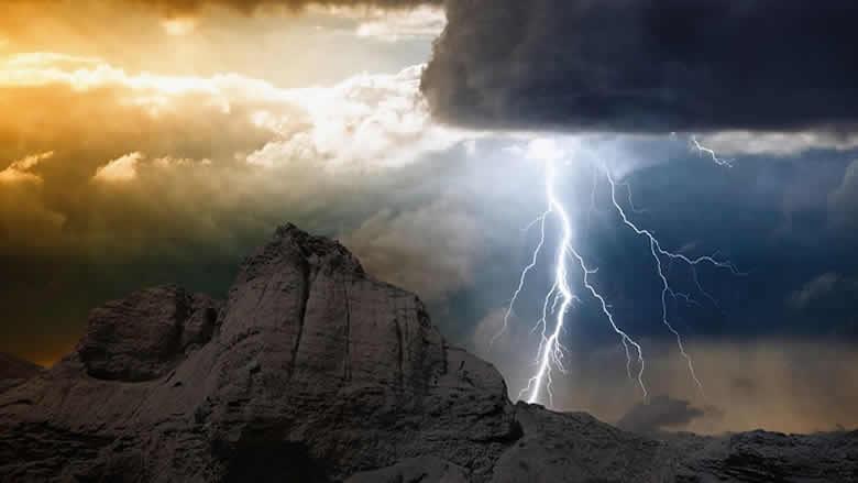"""منها خطر الطقس والإنهيار المالي.. حتى لا تتفاجأوا اقرأوا ما حذّرت منه """"فوربس""""!"""