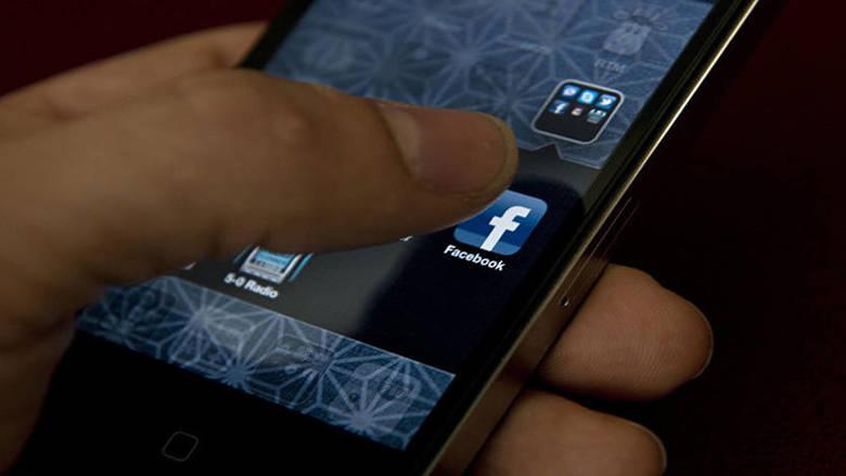 """ماذا قال """"فيسبوك"""" عن وقوفه خلف تحدي العشر سنوات؟"""