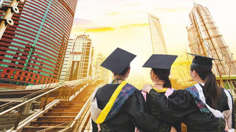 منح غيّرت حياة شباب.. وهذا ما على الجامعات فعله لتأمين فرص لهم!