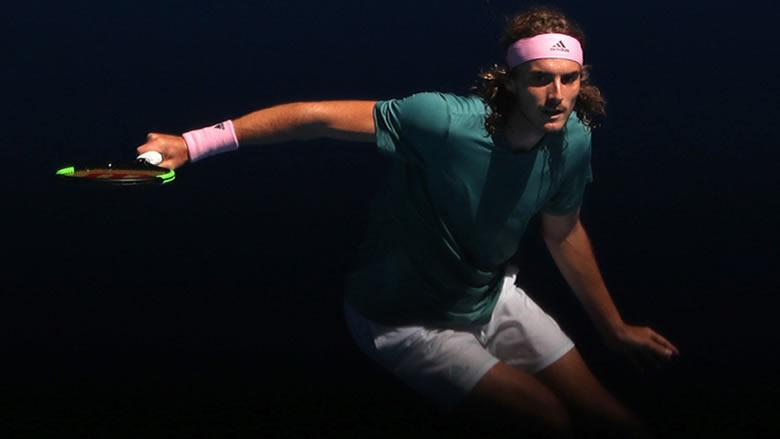 أستراليا المفتوحة: تسيتسيباس أول المتأهلين إلى الدور نصف النهائي