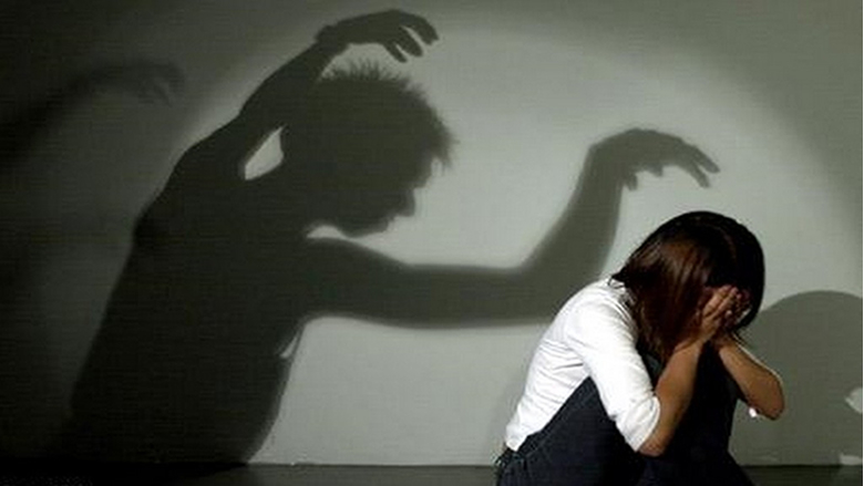 والد يغتصب بناته بعلم الأم