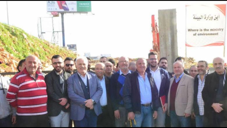 اعتصام لمنظمة الشباب التقدمي رفضا للمكبات العشوائية في اقليم الخروب