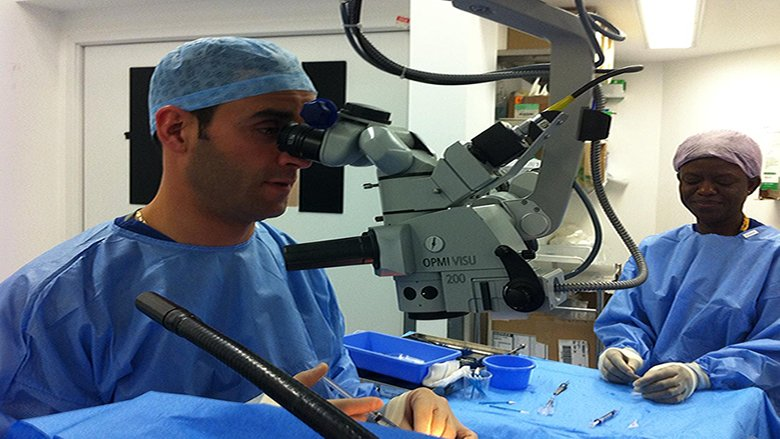 أعلى لقب عالمي في طب العيون لطبيب لبناني