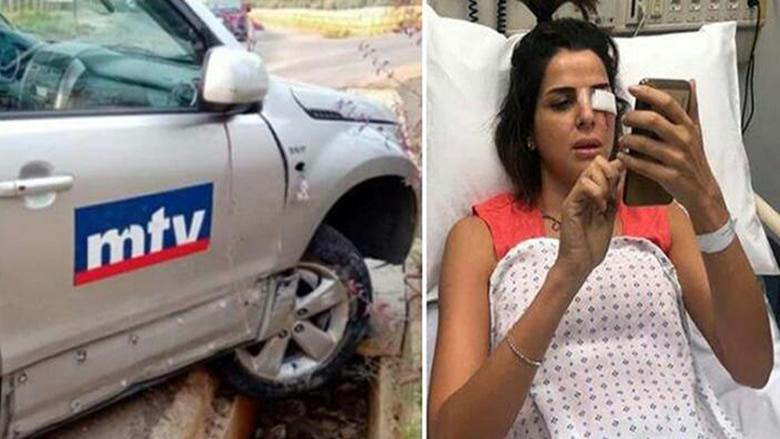 """بالصور: انزلاق سيارة تابعة لـ""""أم تي في""""... وإصابة الزميلة نوال بري"""