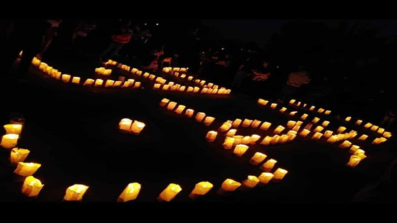 """إنارة عبارة """"كلنا للوطن"""" بالشموع في الشوف بمشاركة المواطنين"""