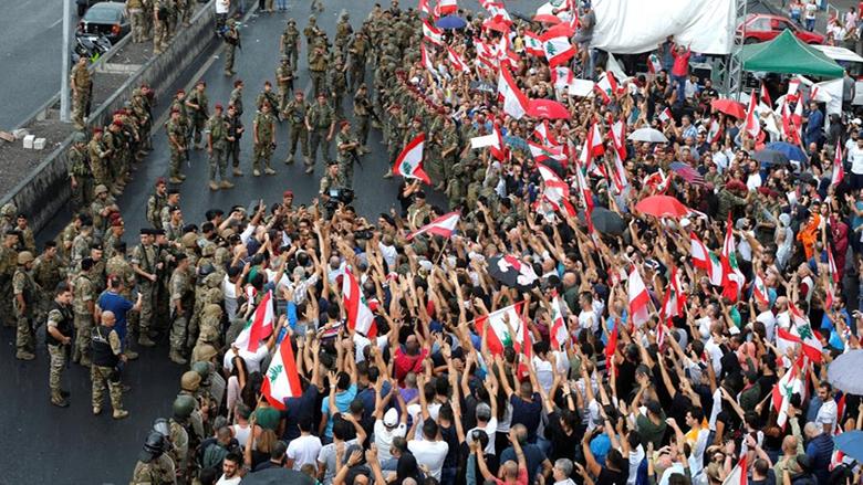 اللبنانيون يمتلكون الشارع... وصرخة تحذيرية لجنبلاط بعد قمع المتظاهرين