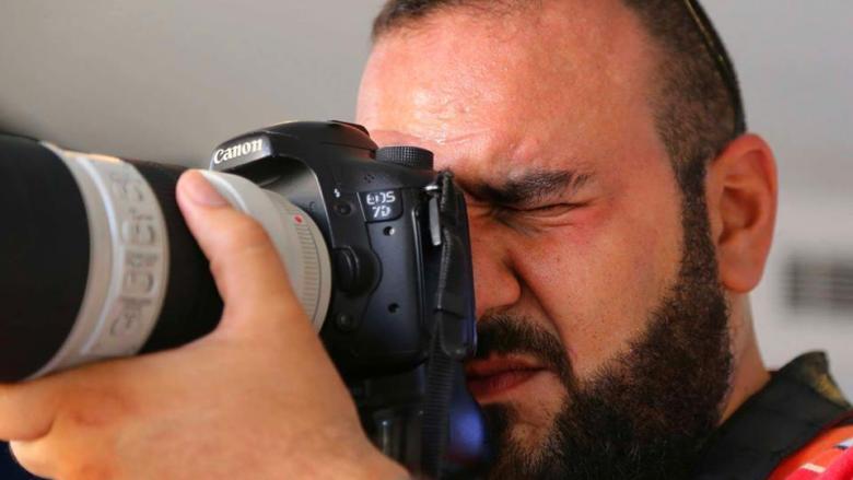 """الاعتداء على مصوّر """"نداء الوطن""""... لِمَ تخيفهم الكاميرا؟"""