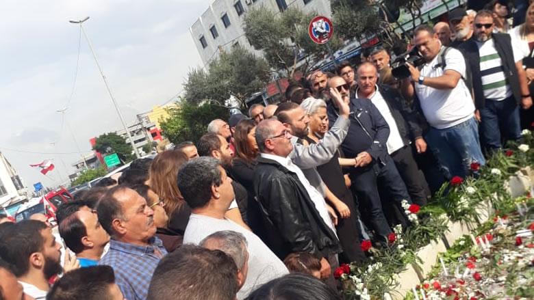 """""""بوسطة الثورة"""" تتوقف في ساحة علاء ابو فخر"""