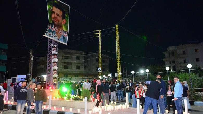 وقفة تضامنية وإضاءة شموع عند مفرق المغيرية لروح الشهيد أبو فخر