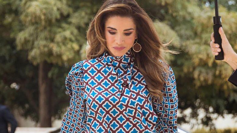 الملكة رانيا بإطلالة بسيطة وأنيقة!