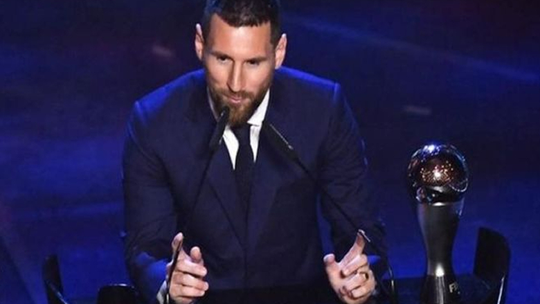 ميسي يفوز بجائزة افضل لاعب في العالم للمرة السادسة في تاريخه