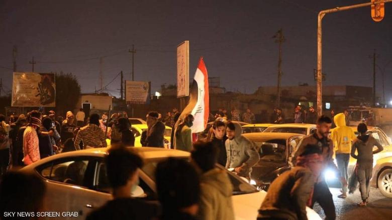 انقسام سياسي حول استقالة صالح... والمتظاهرون معه