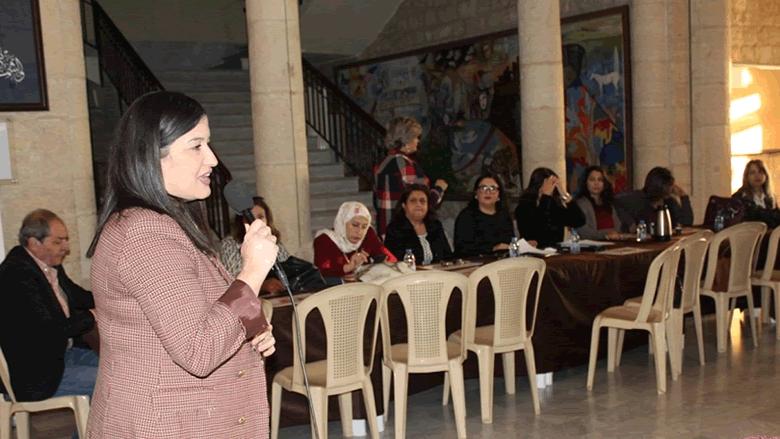 """""""الشؤون النسائية"""" وشبكة """"ثائرة"""" تطلقان مشروع مناهضة العنف السياسي ضد المرأة"""