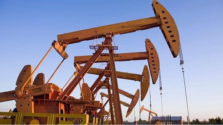 أسعار النفط تهبط بفعل بطء التقدم في مباحثات التجارة