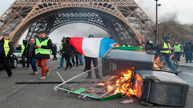 أعمال عنف في باريس مع استمرار احتجاجات السترات الصفراء