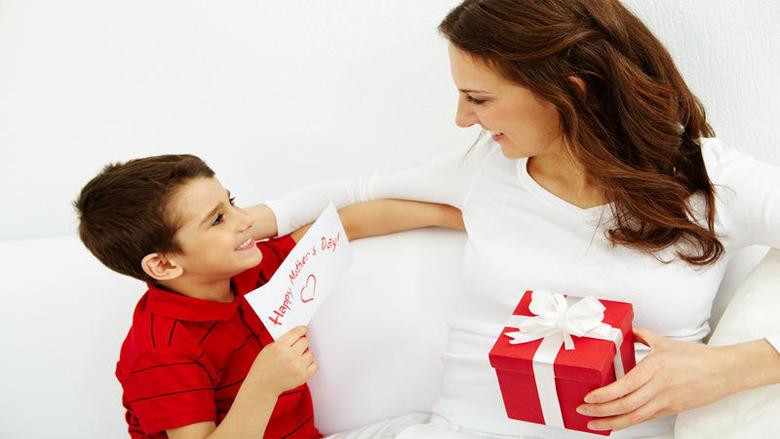 ما هي الهدايا التي سترغب بها والدتك في عيد الأم؟