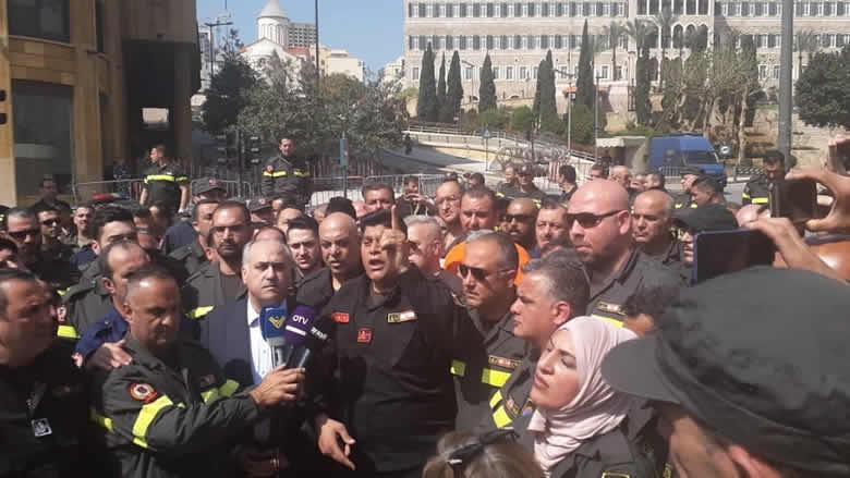 أبو الحسن في اعتصام الدفاع المدني: أنصفوا هؤلاء الشجعان!