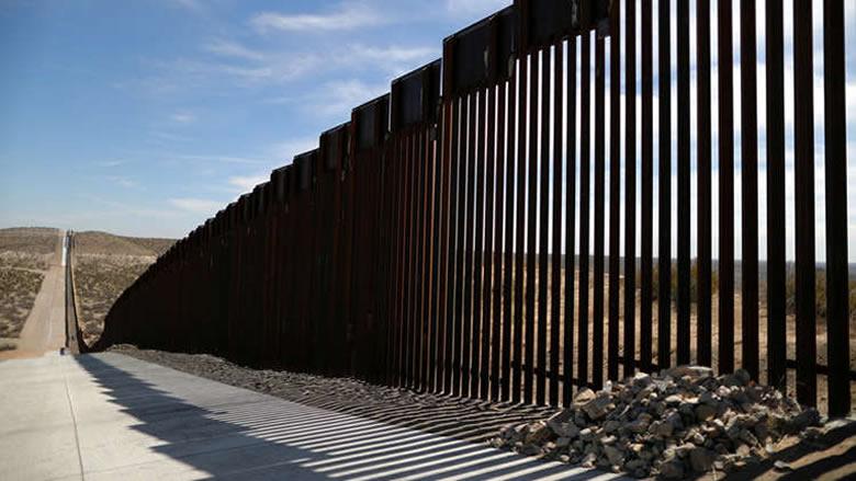 البنتاغون يخصص مليار دولار لبناء الجدار على الحدود مع المكسيك