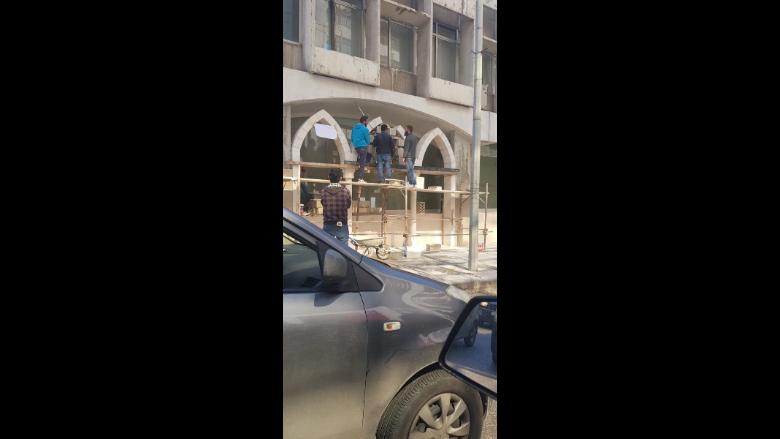 جنبلاط يرفض تشويه قاعة وزارة السياحة الزجاجية: ألا يخجلون؟