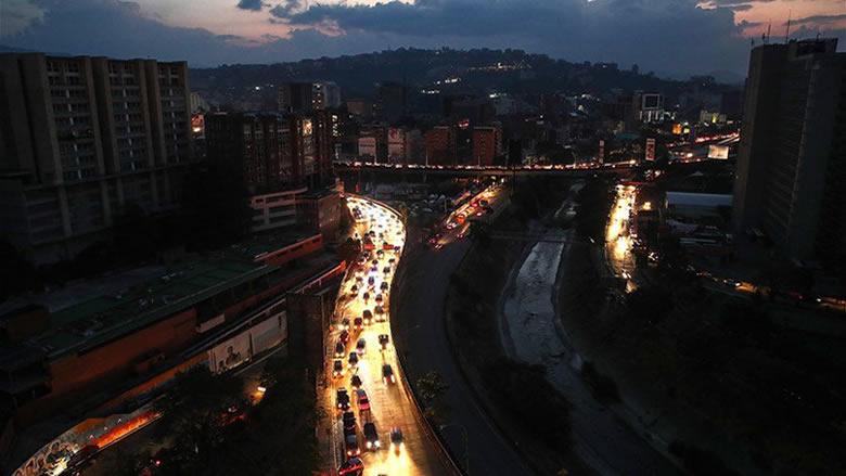 الظلام يلف فنزويلا مجددا