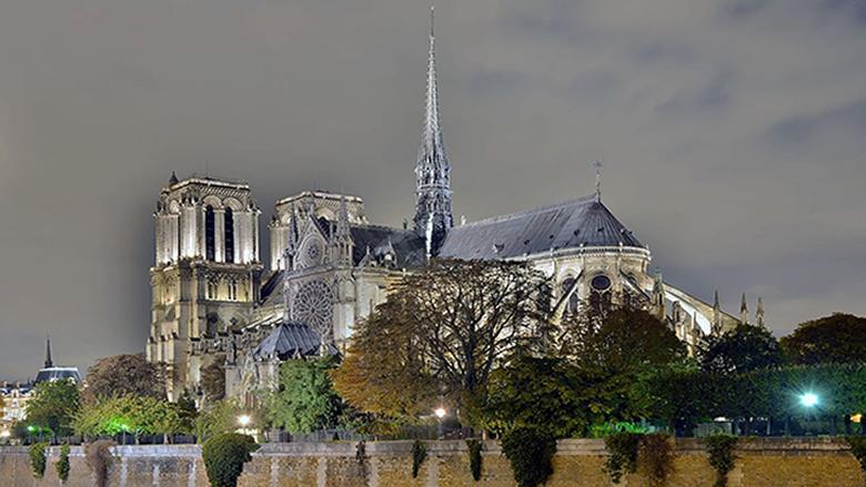"""""""نوتردام باريس"""": بوصلة تاريخ فرنسا المتأرجح"""