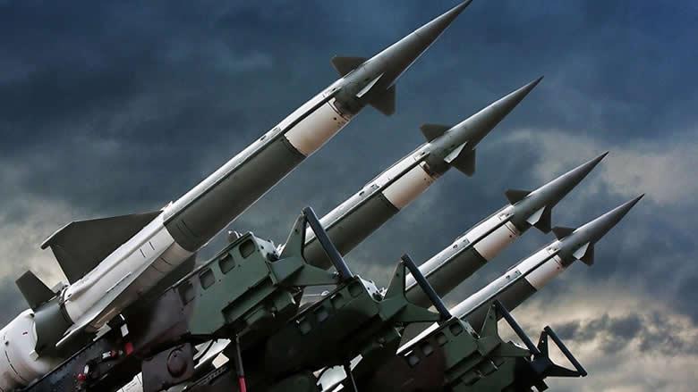 """وتيرة سباق التسلّح تتسارع.. """"الإيكونوميست"""" تكشف قيمة الإنفاق العسكري العالمي!"""