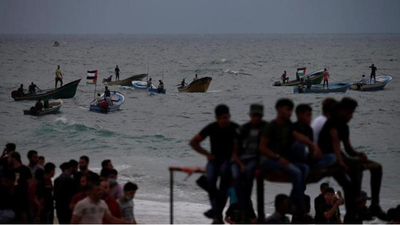 الإحتلال يُقلّص مساحة الصيد في بحر غزة