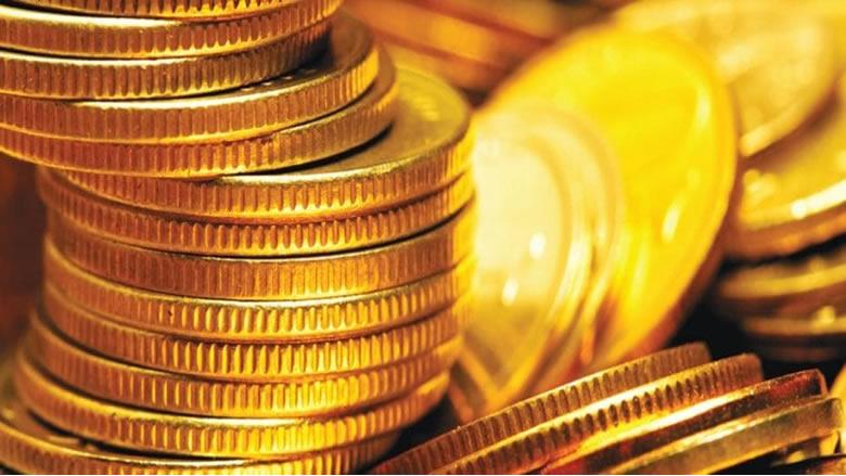 الذهب ينزل مع ارتفاع الدولار