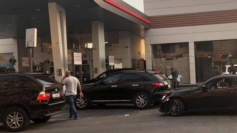 هلع على محطات البنزين... وطوابير