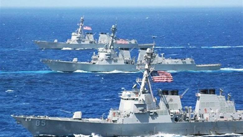 سفينتان حربيتان أميركيتان تبحران في بحر الصين الجنوبي