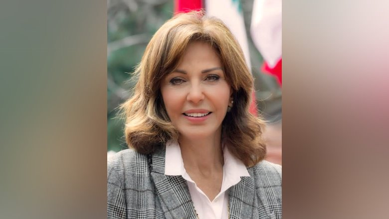 نورا جنبلاط: محظوظة برفقة وليد جنبلاط..  ولا طموحات لدي لأيّ منصب!