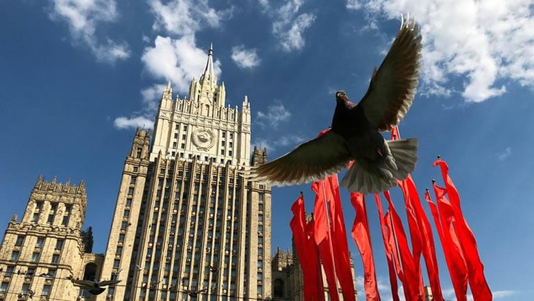 موسكو: نتحقق من وجود بحارة روس على الناقلة النرويجية في عمان