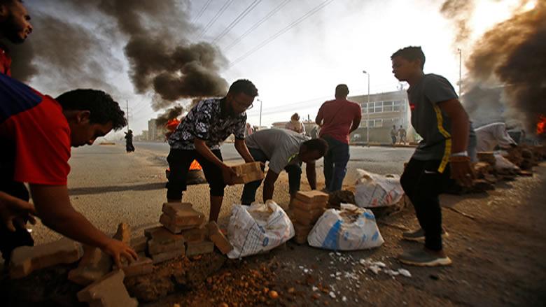السودان.. قتلى وجرحى في محاولة لفض الاعتصام