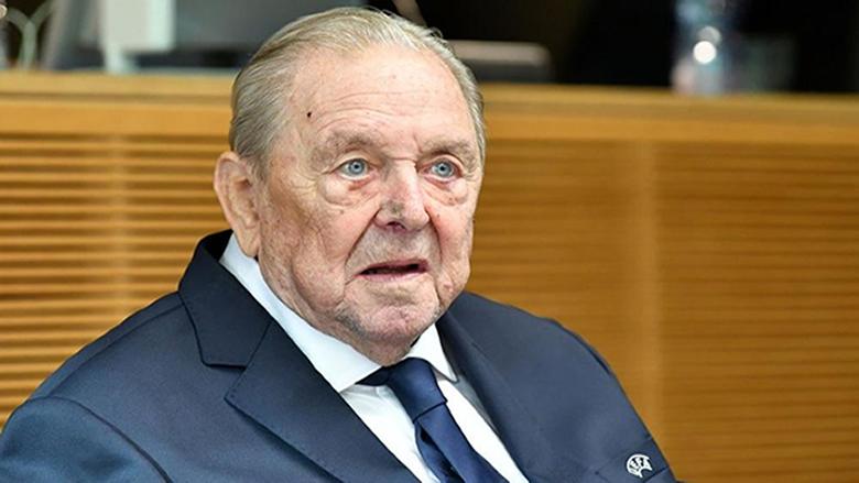 يوهانسون رئيس الاتحاد الأوروبي لكرة القدم السابق في ذمة الله