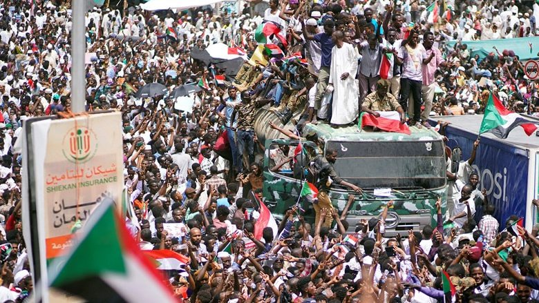 """""""ليلة الغدر"""": السودان على مفترق خطير"""