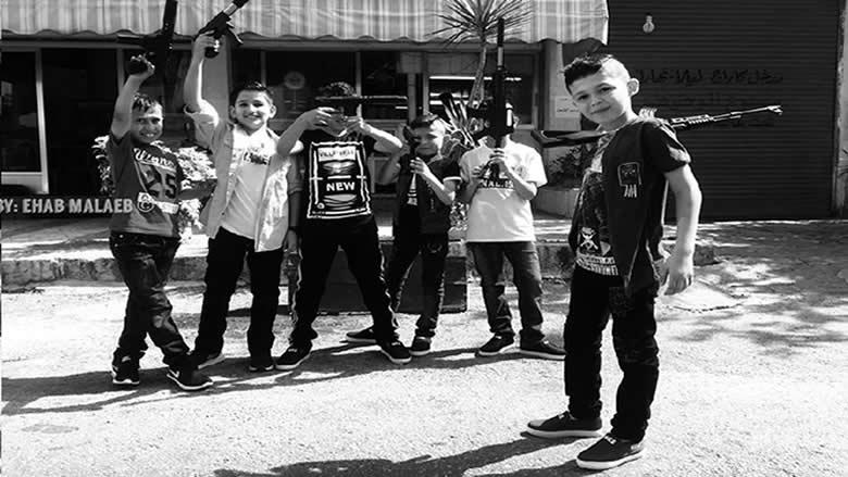 أطفال على سلاحهم... وبراءتهم؟