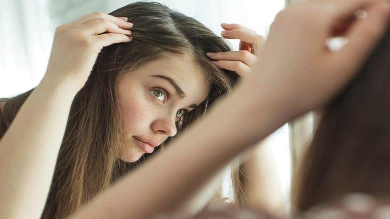 ما هي أسباب ظهور الشعر الأبيض عند الشباب؟