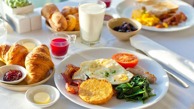 ماذا يحدث للجسم عند التخلي عن وجبة الإفطار؟