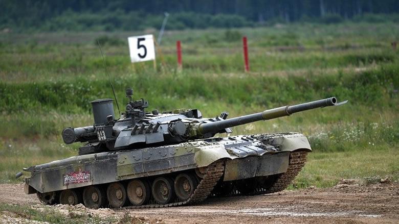 """العسكريون الأمريكيون جربوا دبابات """"تي-80"""" الروسية"""