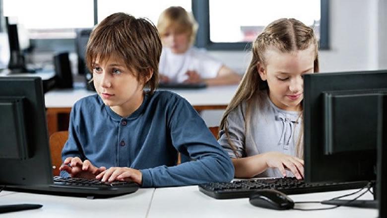 كيف يمكن حماية الأطفال من المطاردة على الإنترنت؟