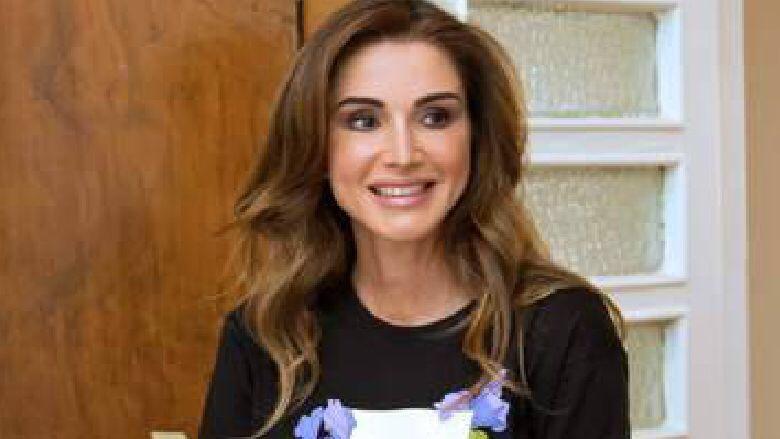 الملكة رانيا في إطلالة عفويّة