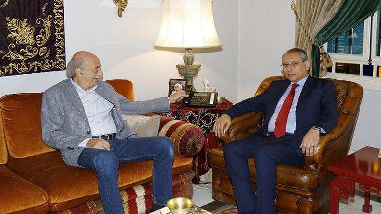 جنبلاط عرض التطورات السياسية مع السفير المصري