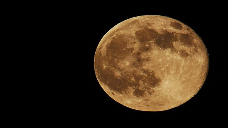 دراسة حول احتمال وجود ذهب على القمر