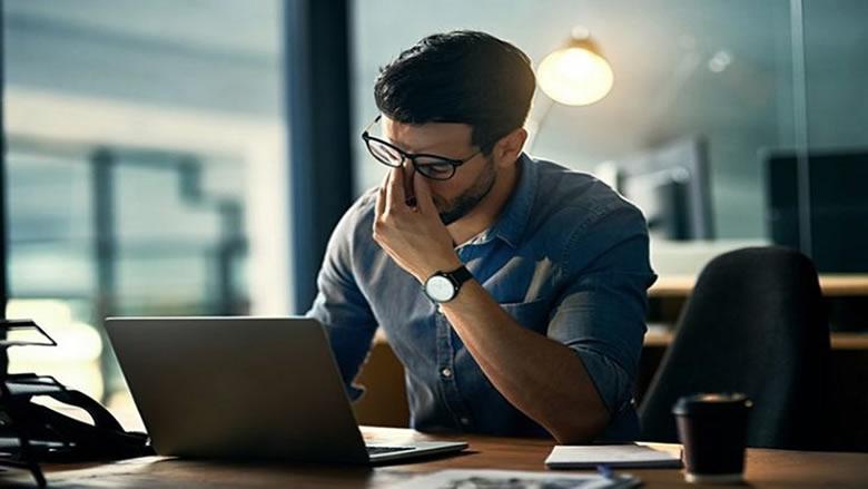 كيف تحمي عينيك من الضرر الناجم عن استخدام الهواتف الذكية؟