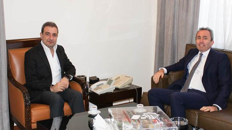 أبو فاعور عرض تطوير العلاقات الاقتصادية مع السفير البريطاني