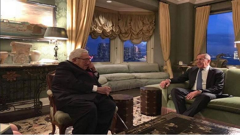 لافروف يجتمع مع عميد الدبلوماسية الأمريكية