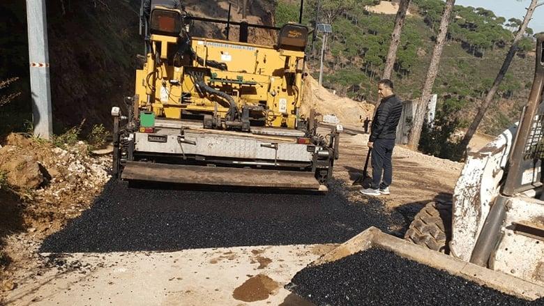 تأهيل وصيانة طريق جسر القاضي بمبادرة من جنبلاط