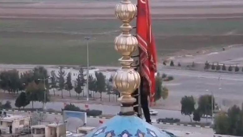 """ماذا يعني رفع الراية الحمراء في """" قم"""" بعد مقتل سليماني؟"""