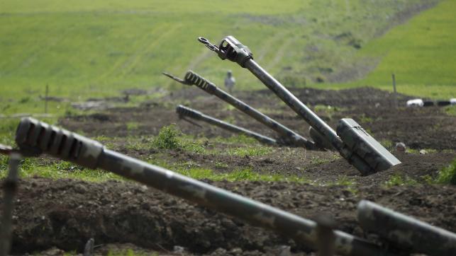 القوات الأذرية قصفت مواقع الصحافيين.. بينهم لبنانيين